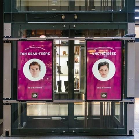 Le Centre Eaton de Montréal inaugure une Vitrine interactive, à la fine pointe de la technologie numérique, qui est une première au Québec pour rendre le shopping des Fêtes à la fois plus ludique et plus facile. (Groupe CNW/Centre Eaton de Montréal)