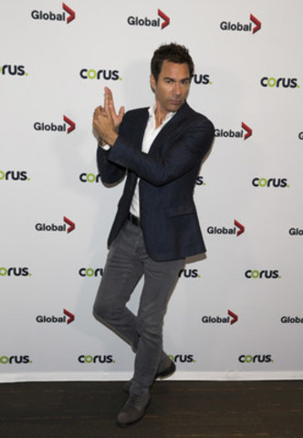 Eric McCormack, Travelers star, strikes a pose at the Corus Press Event in Toronto on June 9, 2016. (CNW Group/Corus Entertainment Inc.)
