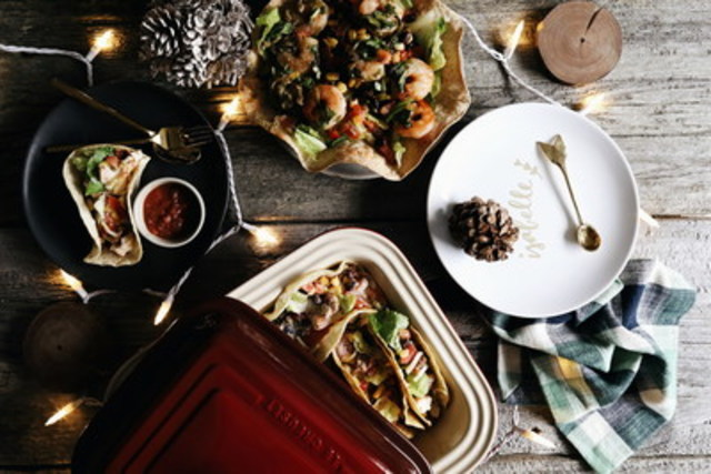 Just Eat, Canada's largest food delivery app, reports more Canadians are ordering in when they entertain. Isabelle Cheng, Canadian food stylist and Instagram sensation shows how ordering in lets you pull off a stylish Holiday get-together in no time. With free delivery from Just Eat, Isabelle ordered from several restaurants to offer guests a delicious variety of flavours. She accented the presentation with simple holiday decorations she had on hand. (CNW Group/Just Eat Canada)