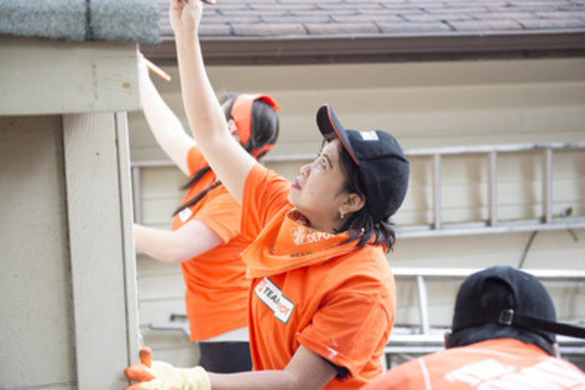Team Depot volunteers make lasting change for homeless youth across Canada (CNW Group/The Home Depot Canada)