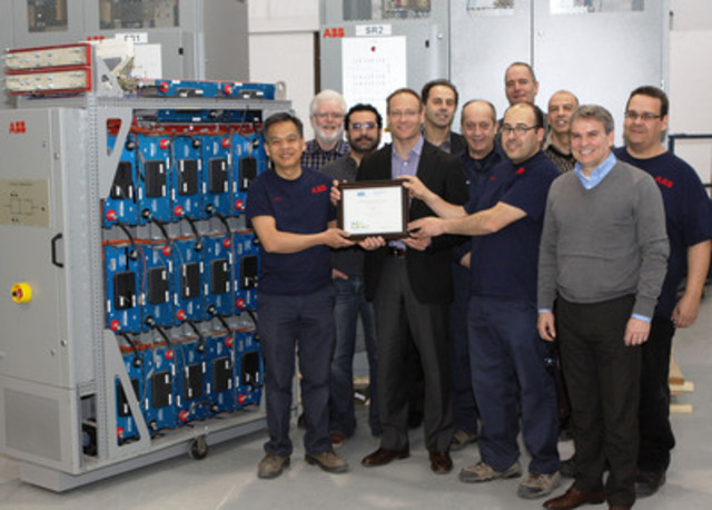 The EnvilineTM team from left to right: Doc Long Vu, Daniel Cotton, Labbes Mahieddine and Jose Dos Santos. Second row: Jean Legault, Omar Messas, Jacques Poulin, Jean-Guy Vallée, Christian Chaloux, Brian Innis et Ron O'Brien. (CNW Group/ABB inc.)