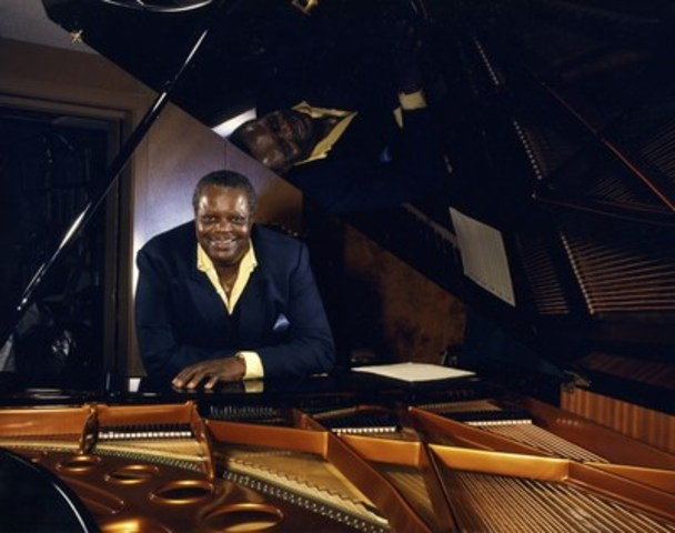 "Oscar Peterson in his studio with his Bösendorfer Imperial piano. Photo credit: Al Gilbert"" (CNW Group/eBay Canada)"