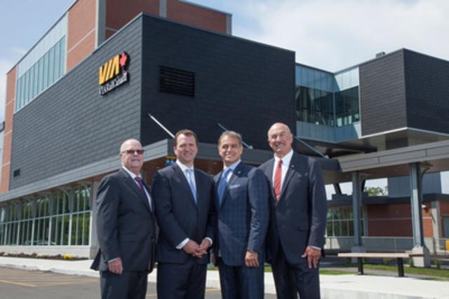 (de gauche à droite) Gil Brocanier, Paul G. Smith, Rick Norlock et Yves Desjardins-Siciliano, lors de l'ouverture officielle de la passerelle de la gare de Cobourg (Groupe CNW/VIA Rail Canada Inc.)