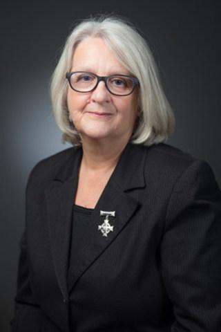 Mme. Sheila Anderson, la Mère nationale de la Croix d'argent pour la Légion pour 2015-16 (Groupe CNW/The Royal Canadian Legion Dominion Command)