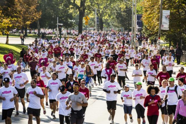 Des milliers de Canadiens ont participé à la Course à la vie CIBC dans plus de 60 collectivités du pays. (Groupe CNW/Banque CIBC)