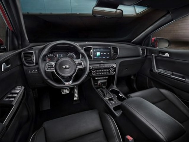The all-new modern cabin layout and advanced technologies for fourth-generation Kia Sportage compact SUV (CNW Group/KIA Canada Inc.)