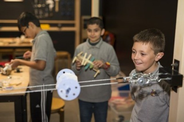 Your contribution enables underserved children across Canada to experience the joy of discovery through hands-on activities (CNW Group/Canadian Association of Science Centres)