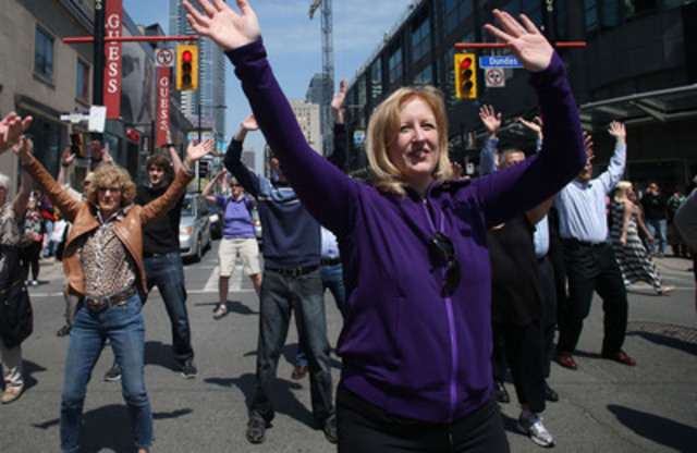 The Honourable Lisa Raitt, Minister of Labour (R), and Janet Yale, President & CEO of The Arthritis Society (L), move it for arthritis at Yonge & Dundas intersection. (CNW Group/The Arthritis Society - Ontario Division)