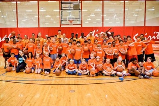 Today Tangerine was joined by over 170 youth for basketball and empowerment programming at its first Community Gym event in Calgary. (CNW Group/Tangerine)