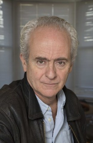 Nick Davies, the British investigative journalist who exposed the phone-hacking scandal in Rupert Murdoch's newspaper empire, talks power of the press and the return of Rebekah Brooks at The Canadian Journalism Foundation's J-Talk on September 24 in Toronto. (CNW Group/Canadian Journalism Foundation)