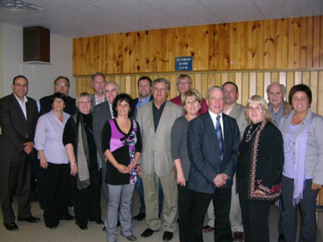De gauche à droite: M. Patrick Hamelin, directeur général CRÉCN, M. René Dubé, CRÉBJ, Mme Manon Cyr, CRÉBJ, Mme Laurence Méthot, CRÉCN, M. Steve Gamache, CRÉBJ, M. Gérald Lemoyne, président de la CRÉBJ, Mme Lise Pelletier, CRÉCN, M. Daniel Bergeron, CRÉBJ, M. Julien Boudreau, président de la CRÉCN, M. Réal Dubé, CRÉBJ, Mme Colombe Fortin, CRÉBJ, M. Jacques Gagnon, CRÉCN, M. Jean Brassard, CRÉBJ, Mme Cécile Philippon, CRÉBJ, M. André Brunet, directeur général CRÉBJ et Mme Christine Brisson, CRÉCN (Groupe CNW/CONFERENCE REGIONALE DES ELUS DE LA BAIE-JAMES)