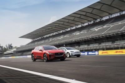 จากัวร์ เผยโฉมรถยนต์ไฟฟ้าไอ-เพซ ชาร์จพลังแซงหน้าในการแข่งขันรถอีวี