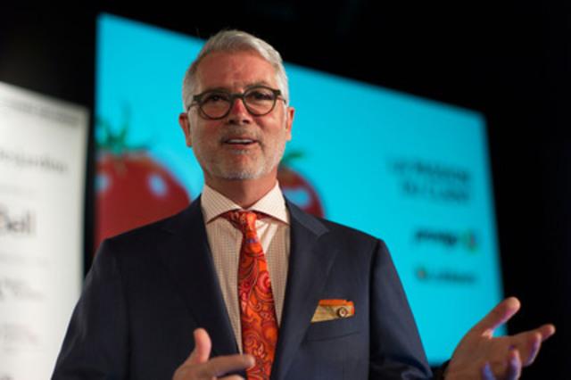 Mr. Pierre Dandoy, Senior Vice President, Operations, Provigo and Loblaws Québec, unveils the new Provigo Le Marché banner at the Board of Trade of Metropolitan Montréal (CNW Group/Loblaw Companies Limited)