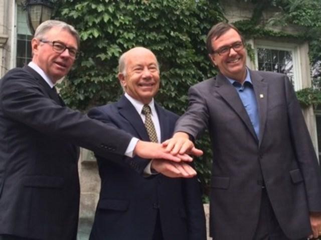 De gauche à droite : M. Claude Corbeil, maire de Saint-Hyacinthe,  M. Michel Douville, gestionnaire du Centre de congrès de Saint-Hyacinthe et M. Louis Bilodeau, directeur général de la Ville de Saint-Hyacinthe. (Groupe CNW/Ville de Saint-Hyacinthe)