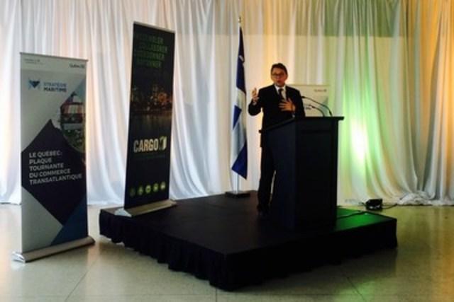 Le ministre Jean D'Amour a pris la parole lors d'une activité de réseautage organisée à la gare maritime Iberville de Montréal. (Groupe CNW/Cabinet du ministre délégué aux Transports et à l'Implantation de la stratégie maritime)