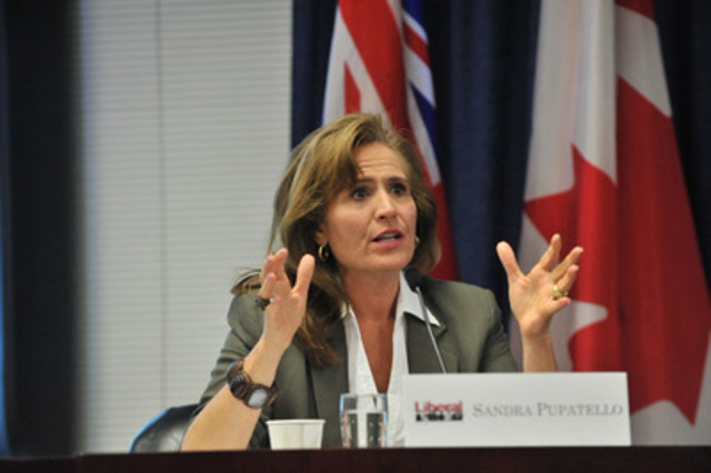 Minister of Economic Development and Trade Sandra Pupatello responds to a question at the all candidates debate on financial services. (CNW Group/Toronto Financial Services Alliance)