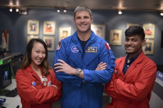 Mission: accomplished! Canadian Space Agency astronaut Jeremy Hansen poses with Ontario Science Centre Science School students Megan Lee (L) and Debrish Sarma (R) after successfully completing a simulated mission to Mars in Canada's only Challenger Learning Centre for Space Science Education. Hansen was at the Centre to speak to students about his journey as an astronaut, life in space and the future of space exploration. (CNW Group/Ontario Science Centre)