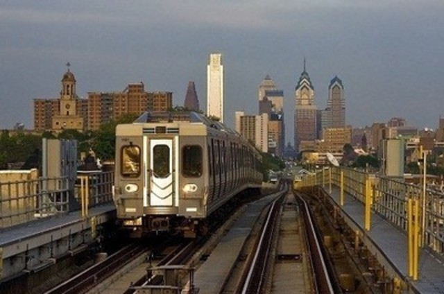 A SEPTA train on the Market-Frankford rapid transit line with the Philadelphia skyline in the background. Image courtesy of Mitch Goldman. (CNW Group/ABB inc.)