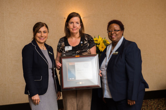 The Canadian Payroll Association welcomed 1249 newly certified Payroll Compliance Practitioners and 122 Certified Payroll Managers at Ontario Certification Recognition Events in April. Pictured: CENTRE, Paris's Kim Hurley who achieved Bronze honours for top marks in the Ontario region; LEFT, Parissa Hayati, Senior Certification Coordinator for the Canadian Payroll Association; RIGHT, Janet Spence, Manager of Compliance Services and Programs for the Canadian Payroll Association. More at payroll.ca. (CNW Group/Canadian Payroll Association)