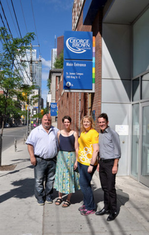 Almeida, Nakitsas, Martin and Cash pose together after Almeida presents Cash with OPSEU's donation (CNW Group/Ontario Public Service Employees Union (OPSEU))