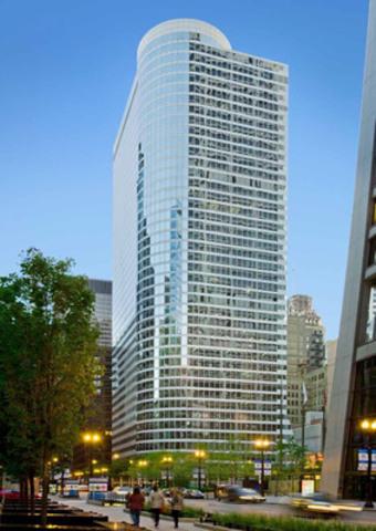 John Hancock acquiert la propriété du 55 West Monroe, un immeuble de bureaux de premier ordre de 40 étages dans le quartier des affaires du centre-ville de Chicago (Groupe CNW/Société Financière Manuvie)
