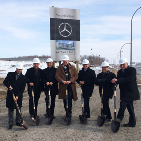 L-R: Julien Pigeon, Eastern Region Manager, Mercedes-Benz Canada; Paul Gilroy, Director, Process Development, Network & Training, Mercedes-Benz Canada; Gabriel Gennarelli, President, Mercedes-Benz Montréal-Est; Tim A. Reuss, President & CEO, Mercedes-Benz Canada; Riccardo Gaiotti, Architect, Riccardo Gaiotti Architecte; Bruno Verenini, Architect, ARCOP Architecture; Gilles Déziel, Borough councilor/vice mayor, Pointe-aux-Trembles & Rivière-des-Prairies. (CNW Group/Mercedes-Benz Canada Inc.)