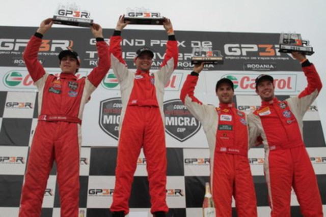 Le podium de la seconde course, avec Bédard (deuxième), Coupal (premier), King (troisième) et Gauthier (première recrue) (Groupe CNW/Nissan Canada Inc.)