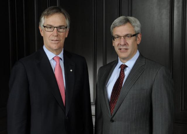 Le président et chef de la direction de la Banque Royale du Canada, Gordon Nixon (G) et Dave McKay, chef de groupe, Services aux particuliers et aux entreprises (D) (Groupe CNW/RBC (French))