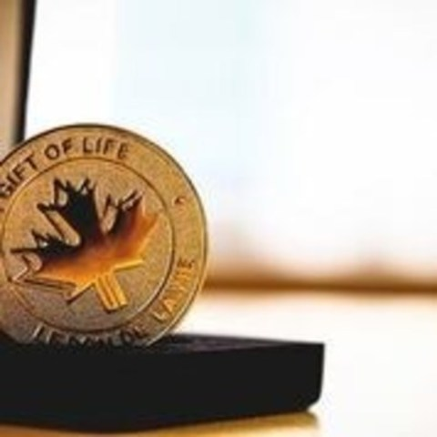 The Gift of Life medal is presented to families in tribute of those who passed and gave the gift of life through organ and tissue donation (Photo credit: Trillium Gift of Life Network) (CNW Group/Trillium Gift of Life Network)