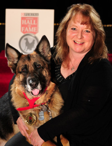 Lynn O'Connor's two heroic dogs, Jake and Kyra, were inducted into the 2014 Purina Animal Hall of Fame (CNW Group/Purina Animal Hall of Fame)