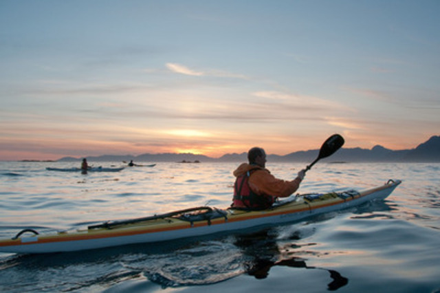 Les expériences canadiennes distinctives, telles que la nouvelle expédition d'observation en kayak des loutres de mer sur l'île de Vancouver, en Colombie-Britannique, seront bien représentées à Rendez-vous Canada 2014. Source : West Coast Expeditions/Bruce Kirkby. (Groupe CNW/Commission canadienne du tourisme)