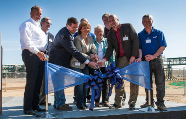 Honourable Christy Clark, Premier of British Columbia joins Spectra Energy employees to declare the Dawson Processing Plant in Bessborough, B.C. officially open for business. L to R: Doug Bloom, Gary Weilinger, Hon. Bob Zimmer, Hon. Christy Clark, Karen Gooding, Hon. Rich Coleman, Hon. Blair Lekstrom, Laverne Norris. (CNW Group/Spectra Energy Corp.)