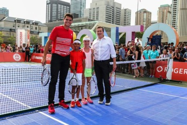 Canadian tennis star Milos Raonic and Toronto Mayor John Tory kick off Rogers Cup festivities with a friendly hit and doubles match with Mini Rogers Cup kids at Nathan Phillips Square. From left to right: Milos Raonic, Jenson Bicanic, Anna Robertson, Mayor John Tory. (CNW Group/Rogers Communications Inc.)