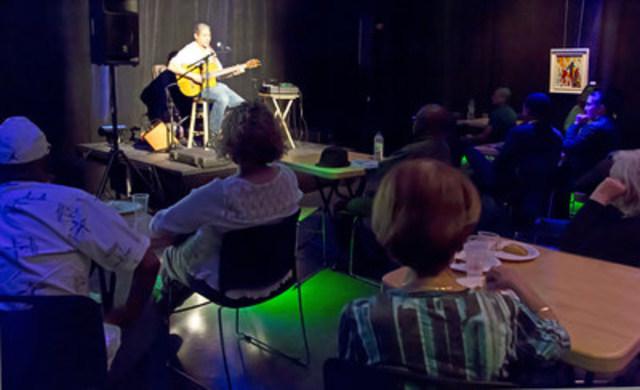 Le guitariste Claude Marcelin a conquis les festivaliers au cabaret du Festival des arts de Montréal-Nord. (Groupe CNW/Arrondissement de Montréal-Nord (Ville de Montréal))
