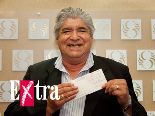 Ted Moses wins $1,000,000 at the draw of Extra (CNW Group/Loto-Québec)