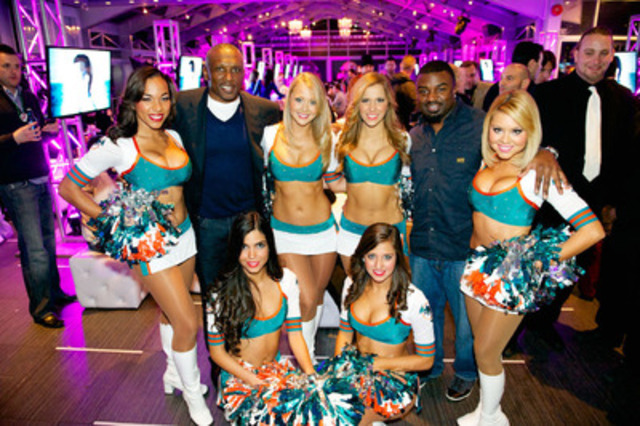 NFL Players Tim Brown and Brian Westbrook join members of the Miami Dolphins Cheerleaders at Toronto's Official Super Bowl XLVII Party hosted by the NFL and presented by Bud Light. (CNW Group/Mosaic Sales Solutions)