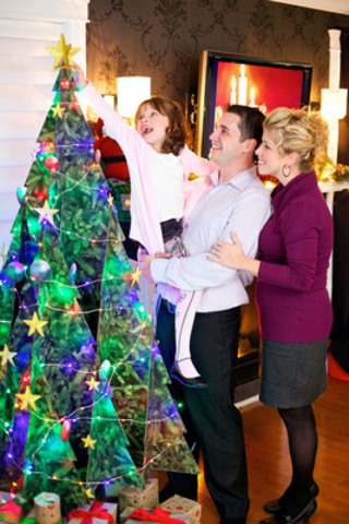 A set of LED lights is included with each tree for a festive atmosphere. (CNW Group/CASCADES INC.)