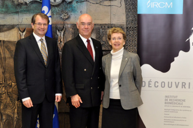 De gauche à droite : Tarik Möröy, président et directeur scientifique de l'IRCM, Jacques Daoust, ministre de l'Économie, de l'Innovation et des Exportations, et Louise Lambert-Lagacé, présidente du conseil d'administration de l'IRCM © IRCM (Groupe CNW/Institut de recherches cliniques de Montréal (IRCM))