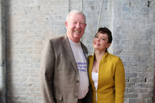 Rose McGowan, director and actress, with Robert Davidson, President of the Canadian Pulmonary Fibrosis Foundation, kicking off the #kissIPFgoodbye campaign in honour of IPF Awareness Month. Visit cpff.ca to learn more. (CNW Group/Boehringer Ingelheim (Canada) Ltd.)