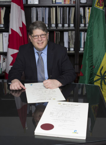 Chief Electoral Officer Dr. Michael Boda signs the 61 writs of election for Saskatchewan's 28th General Election. (CNW Group/Elections Saskatchewan)