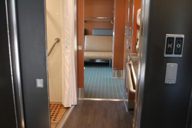 La nouvelle cabine accessible de VIA Rail (Groupe CNW/VIA Rail Canada Inc.)
