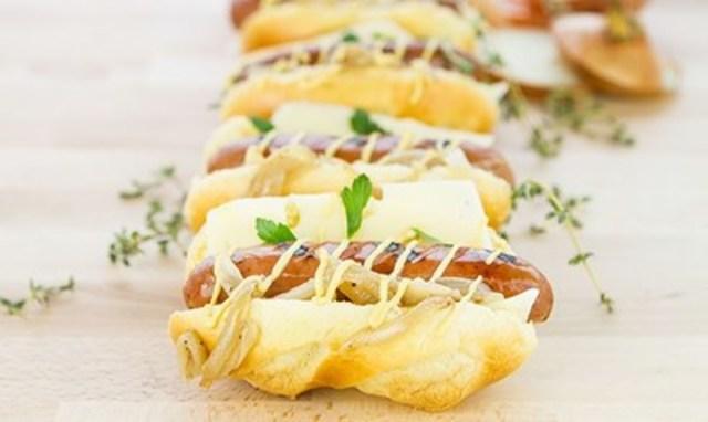 French Onion Brioche Sausage Dog (CNW Group/Schneiders)