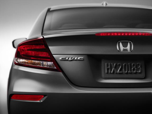 Honda a présenté en primeur mondiale une version considérablement modifiée de son coupé Civic 2014 au Salon 2013 de la Specialty Equipment Market Association (SEMA), offrant ainsi un premier aperçu des nouveaux éléments apportés au style extérieur de la voiture de tourisme la plus vendue au Canada. (Groupe CNW/Honda Canada Inc.)