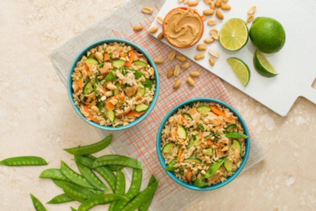 Bol de riz au poulet et au beurre d'arachide à la thaïlandaise - recette offerte par UNCLE BEN'S® (Groupe CNW/UNCLE BEN'S® Canada)
