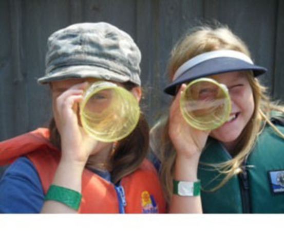 Two happy campers on the lookout for Septembering.ca (CNW Group/Camp Trillium)