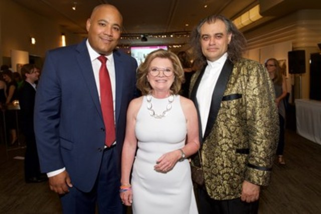 The Honourable Michael Coteau, Minister of Tourism, Culture and Sport with Canadian Art Foundation's CEO Jill Birch and artist Michael Awad at the 20th-Anniversary Canadian Art Foundation Gala at The Carlu in Toronto on Thursday, September 17, 2015. (CNW Group/Canadian Art Foundation)