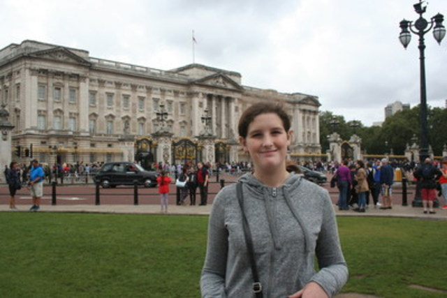 Wish child Victoria in front of Buckingham Palace in London, United Kingdom. (CNW Group/The Children's Wish Foundation of Canada)