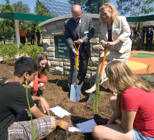 Students from Masonville Public School, along with Roger Johnson and Karen Clarke-Whistler from TD Bank Group, officially open the TD Green Energy Park in London, Ontario. The park powers Canada's first net-zero energy bank branch, which features 244 solar panels and a dual electric car charger for customers. (CNW Group/TD Bank Group)