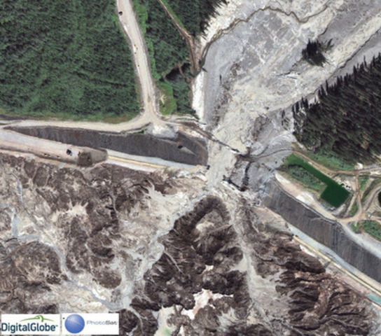 High resolution satellite photo zoom of Mount Polley tailings breach (CNW Group/PhotoSat Information Ltd)