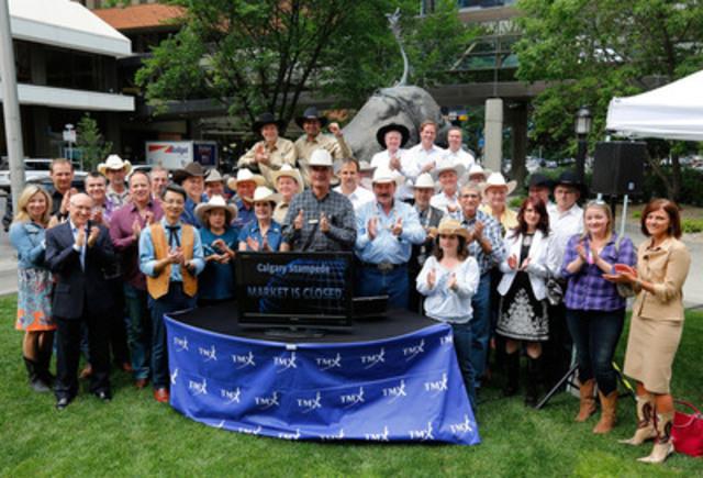 Afin de souligner le 100e anniversaire du Stampede de Calgary, des représentants du Stampede de Calgary et de sociétés établies à Calgary se sont joints à des membres de la direction du Groupe TMX afin de clôturer, à partir de Calgary, les séances de la Bourse de Toronto et de la Bourse de croissance TSX. (Groupe CNW/Groupe TSX inc.)